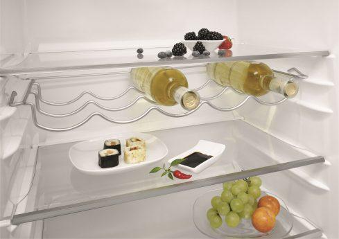 Wein und Sushi in Kühlschrank