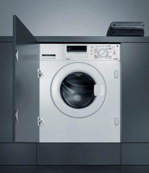 Waschmaschine mit schwarzer Tür