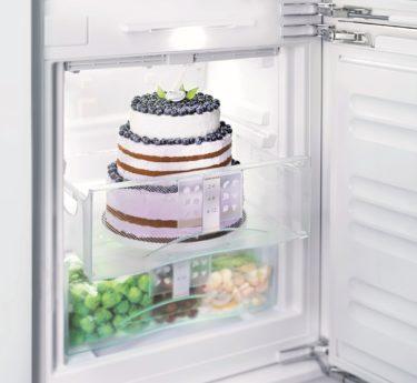 Torte in Kühlschrank