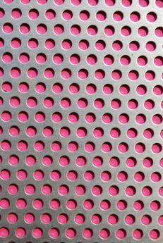 Lochblech mit Pink