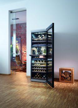 Weinkühler schwarz und Glas