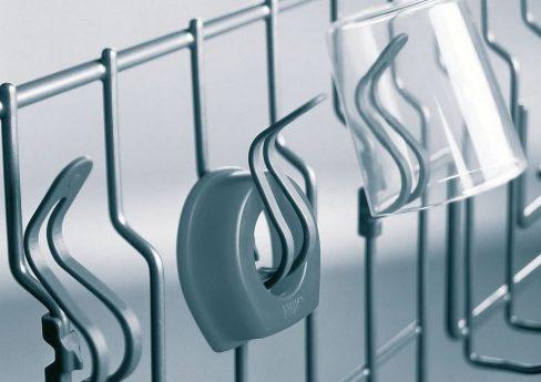 Aufhänger in Spülmaschine