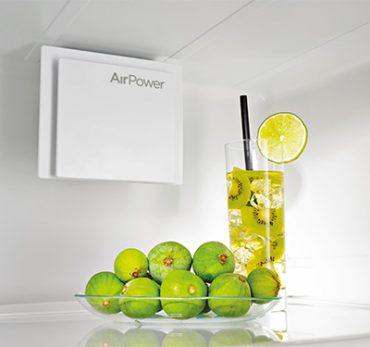 Feigen und Getränk in Kühlschrank