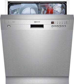 Spülmaschine, halb offen