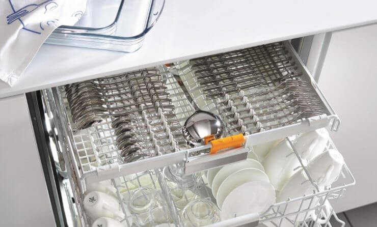 Geschirr einräumen