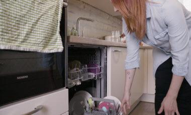 Einer der wichtigsten Küchenhelfer: Der Geschirrspüler in der Küche von Sabrina von Starlights in the kitchen.