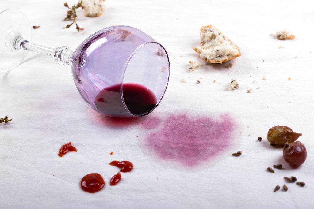 Tischwäsche waschen Flecken Rotwein