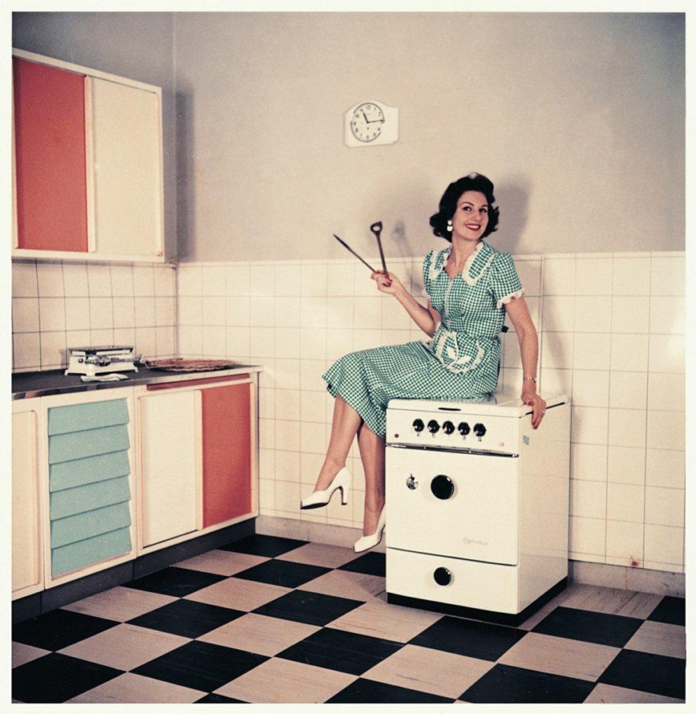 Die Küche war in den 1960er Refugium von Frauen - heute ist das zum Glück anders. (Credit: NEFF)