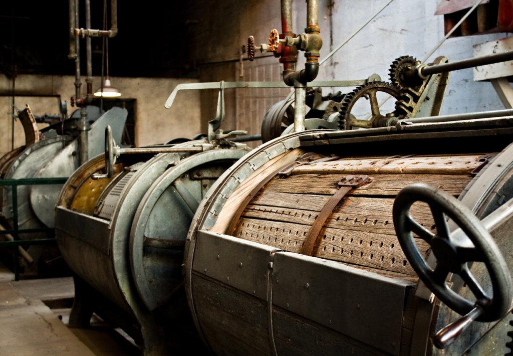 Riesige Waschmaschine aus dem frühen 20. Jahrhundert.