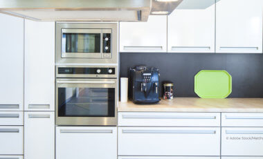 eine moderne und hygienisch saubere küchenzeile
