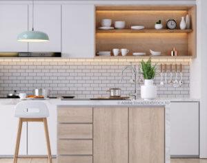 Moderne Küche mit Kühlschrank